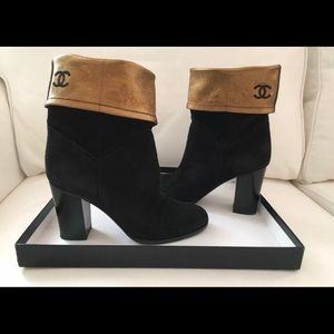 Stunning Authentic Chanel Booties Logo size 6.NICE